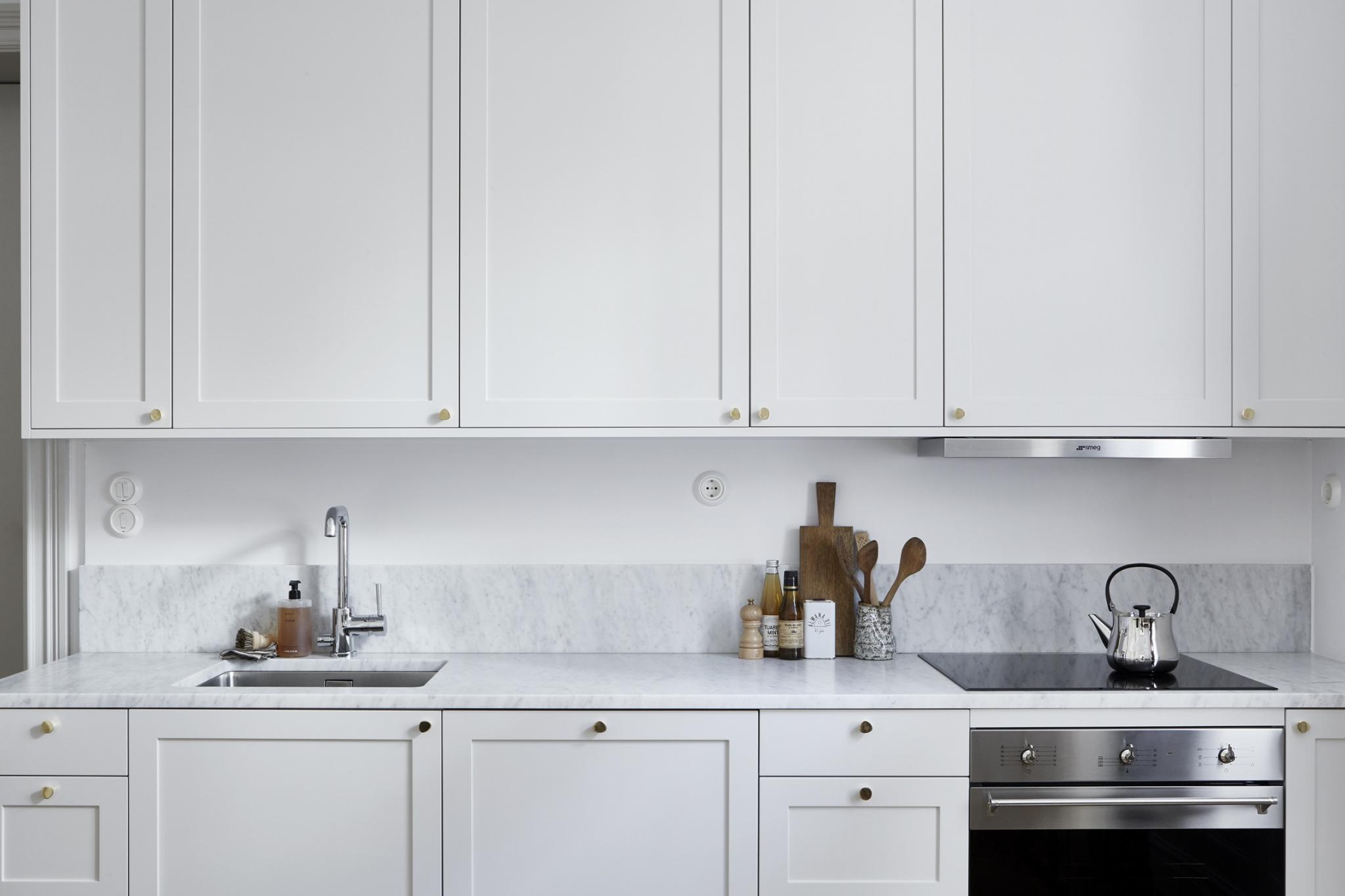 Beautiful serene light grey kitchen in Stockholm apartment
